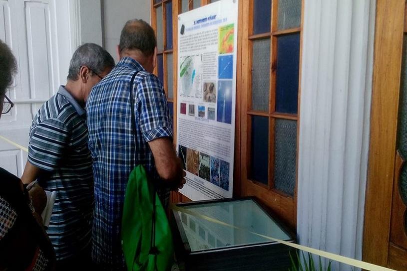 Expo fragmento de meteorito en Museo de Historia Natural